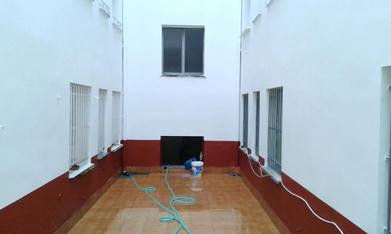 Patio de luces enlucido de fachada interior sos cubiertas for Patio de luces normativa